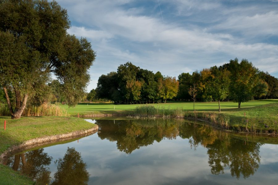 Old Lake Golf & Country Club